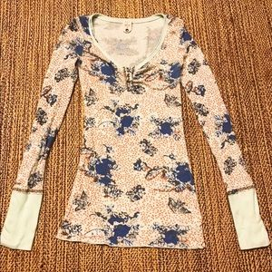 Cute and sexy Free People floral thermal